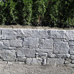 Natursteinmauer aus Calancagneis