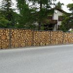 Massivholzwand mit Rundholz