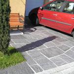 Gneisplatten aus dem Calancatal, mosaikartig verlegt