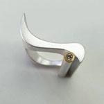 """Ring """"Welle"""" aus 925er Silber mit braunem Diamant in Gold gefasst"""