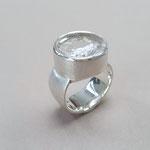 Ring 925er Silber mit naturbelassenen Bergkristall