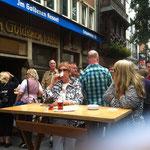 Bierwanderung durch Düsseldorf  ... uppppps mehr als im Wald !? :-)