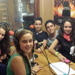 Parte del equipo de Radio Kiosko en su etapa en prácticas en el estudio de Radio Pimienta