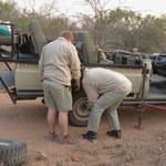 専用の4WD車:迅速なパンクの修理