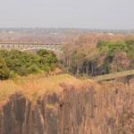 ヴィクトリアフォールズ橋とザンビア側内の橋