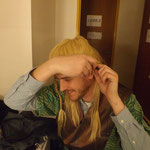 l'elfe ajuste son oreille