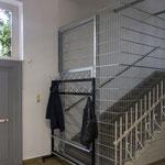 Der Zugang zu den oberen Etagen des Atelierhauses wurde durch ein hässliches Gitter abgesperrt