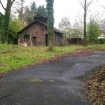 Das alte Toilettenhaus im Garten des Atelierhauses (abgerissen) im April 2005