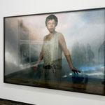 """Vor der Vulkanlandschaft von Island: Cindy Shermans Fotoarbeit """"Untitled #544"""" (2010/2012)"""