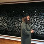 """Doris Schöttler-Boll vor ihrem """"Lieblings-Gursky"""" im Haus Lange, Krefeld, Januar 2009"""