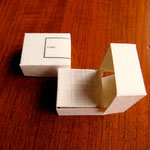 白い夫婦箱です。フリッターという紙のふわふわ感が心地よいです。