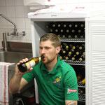 Kusi sorgte dafür, dass niemand durstig blib. Dabei hatte er den Bierbestand stets im Griff.