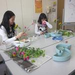 器は、組花器(2つの花器を組み合わせて)を使用しました。