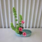 Kaoriさんの作品です。 初めて盛花の基本「直立型」をいけました。