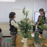 花材/三角葉アカシア③ バラ② 丸葉ルスカス③