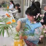 パステルカラーの彩りも春の装い。