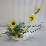 花材1/ひまわり③ ひめひまわり② ソリダコ② レザーファン② トクサ⑩ Amiちゃん作