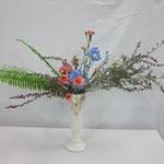 Yukiさんの作品です。それぞれの花材の特長をいかして、ダイナミックに仕上げたところがいいと思います。