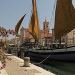 Farbenfroher Hafen von Cesenatico