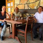 Begegnung mit Frühpensionär Hussein (rechts)