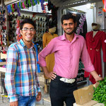 Hossein (links) auf dem Bazar Urmias