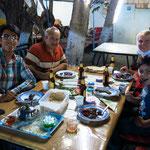 Gastgeber Hossein, Vater Abbas, Fatima Michaela und Sohnemann Araz ;-)