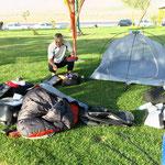"""Camping in einer """"Rest Area"""" neben der Landstraße"""
