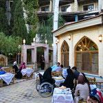 Hotel Kowsar - schönes Teehaus im Hotelpark