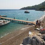 Maziköy - Bootsanleger und Strand