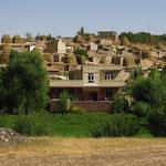 Dorf zwischen Hasanabad und Takht-e Soleyman