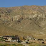 Dörfer wie an den Berg geklebt - auf dem Weg nach Khoy