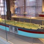 Moderner Tanker im Modell. Maritimes Museum.