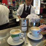 Echt italienisch: Cappucino an der Bar