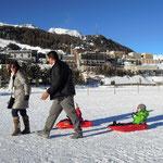 Blick auf das winterliche St. Moritz Dorf