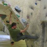 Fabian im Überhang (Boulderlounge Chemnitz)