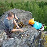 Klettertraining an der Großen Köhlerspitze, unteres Göltzschtal: Peter sichert Rainer auf den Gipfel