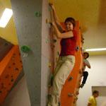 Christiane stark im klettern, dicht gefolgt von Jana