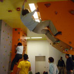 hier wird beraten, angefeuert und abgeschaut, dabei klettert Giesela ganz heimlich im Überhang