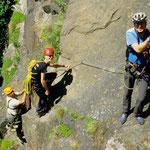Unter Anleitung unserer Ausbilder wird der Klettersteig gemeinsam begangen, ein Seil für den Notfall darf nicht fehlen!