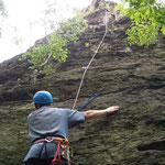 Klettertraining an der Großen Köhlerspitze, unteres Göltzschtal: Peter im Talweg