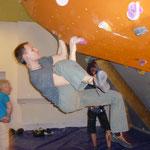 auch Danny testet die neue Route und eine neue Klettertechnik-Ob sie sich durchsetzt?