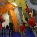 mit 14 Teilnehmern war der Boulderboden gut gefüllt