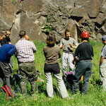 Zu Beginn des Klettersteigkurses erfolgt ein theoretische Unterweisung