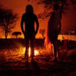 sera davanti fuoco in safari
