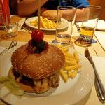 Mir wäri iz aue Profis im Burger ässe, faus öper no chli Nachhiuf sött ha..