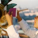 Hofburg - Michaelerkuppel, Maria Kratochwill während des Vergoldens, © Karl Kratochwill