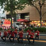 パレード後の路上ライブ