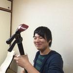 淳也君、髪のセットがかなり気になりつつも、演奏も気になりしっかり(?)練習中!