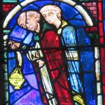 Marie peut enfin entrer dans le Saint Sépulcre et vénérer la croix