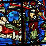 Pendant que les trois jeunes filles dorment, Saint Nicolas jette des pièces d'or dans leur chambre